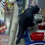 В Кирове кассир супермаркета дала отпор грабителю с ножом