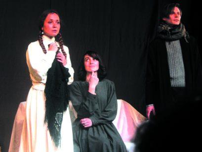 В театре кукол вызывали дух Марины Цветаевой