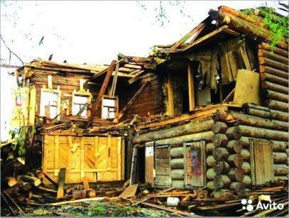 В Кирове предпринимательница купила квартиры в разобранном деревянном доме, планируя завладеть землей под ним